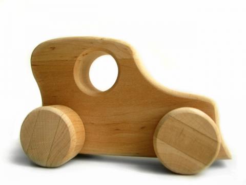 Väike puidust auto