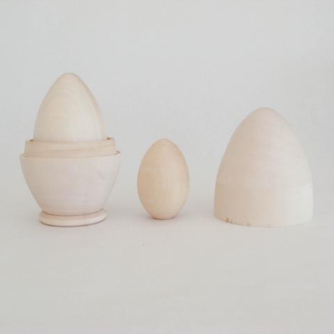 Kolm toorest puidust muna
