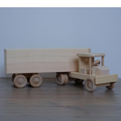 Puidust veoautoPuidust veoauto